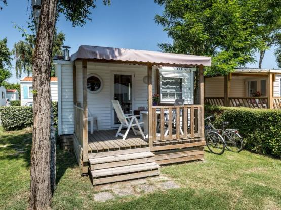 Chalet DUO 1 bedroom 18m²,2 pers., covered wooden terrace, July and August (arrival and departure on Monday and Wednesday)