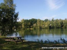 Privilege Package (1 tent, caravan or motorhome / 1 car / electricity 10A) + by a pond